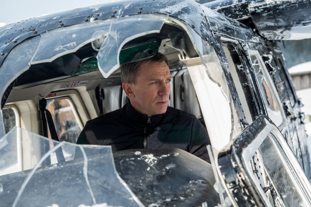 movies-spectre-daniel-craig-car