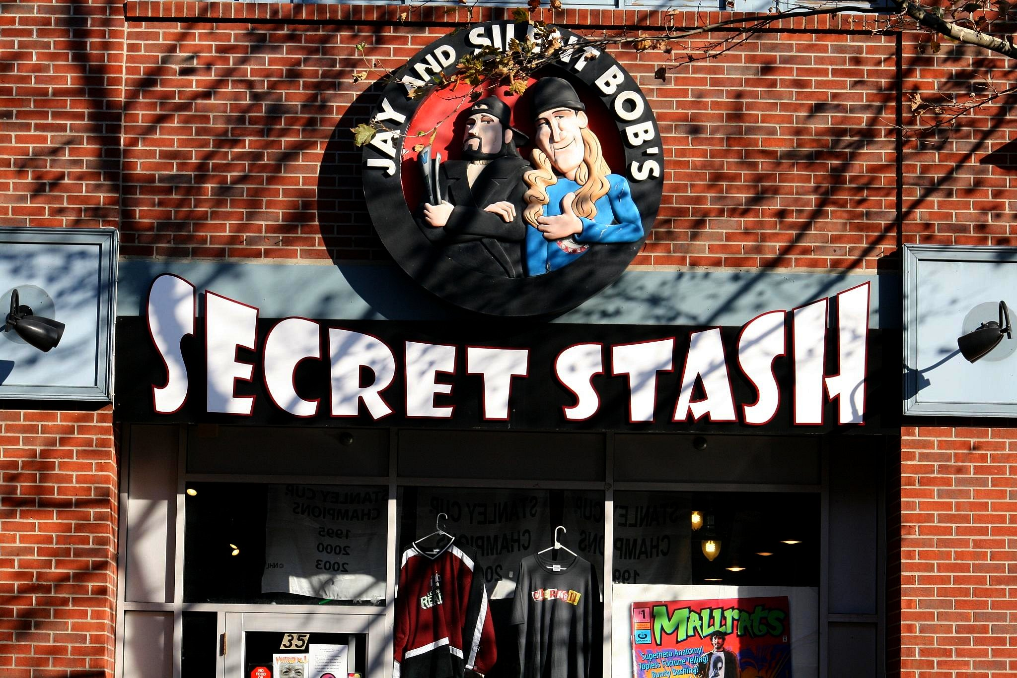 Ming Chen Comic Book Men Jay and Silent Bob's Secret Stash