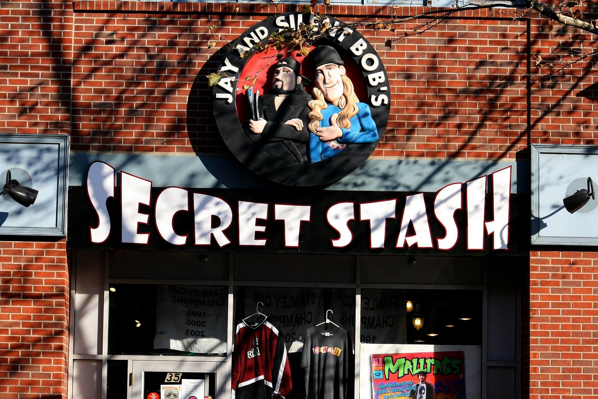 Ming Chen Comic Book Men Jay and Silent Bob's Secret Stash